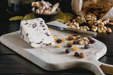 Paté de queso con dátiles y nueces
